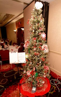 Holiday Sweet Treats Tree donated and decorated by Knight-Barry Title with additonal gift cards donated by Tina Ferlindes Leukemia And Lymphoma Society, Gift Cards, How To Raise Money, Knight, Sweet Treats, Trees, Christmas Tree, Holiday Decor, Gifts