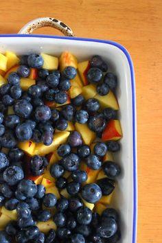 Cobbler pêches et myrtilles Menu, Dessert, Cobbler, Blueberry, Fruit, Food, Irish Language, Menu Board Design, Berry