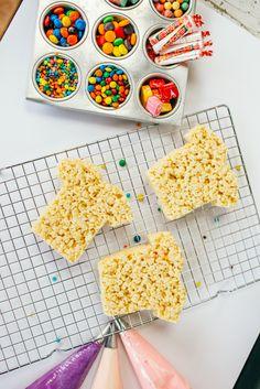 Fun Rice Krispy Treats for Kids | homemade rice krispy treats | kid friendly dessert | dessert recipes for kids | DIY food recipes for kids | DIY rice krispy treat recipes | how to make homemade rice krispy treats | decorating rice krispy treats || JennyCookies.com Rice Krispy Treats Recipe, Rice Krispie Treats, Rice Krispies, Jenny Cookies, Dessert Recipes For Kids, Good Excuses, Mini Marshmallows, Back To School Shopping