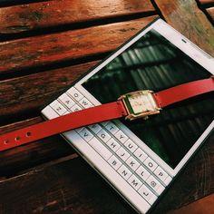 #inst10 #ReGram @dau_leather: Khi tình yêu và đam mê cùng chung lối.. #blackberry #blackberrypassport #white #red #dauleather #đậuleather #handmade #watchstrap #colours #thangcao #autumn #hiaugust #august #BlackBerryClubs #BlackBerryPhotos #BBer