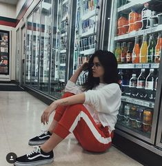 Idea for photo Tumblr Photography, Photography Poses, Picture Poses, Photo Poses, Wilde Hilde, Foto Casual, Instagram Pose, Insta Photo Ideas, Tumblr Girls