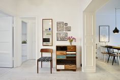 Een goed verborgen keuken in een typisch Scandinavisch appartement   | roomed.nl