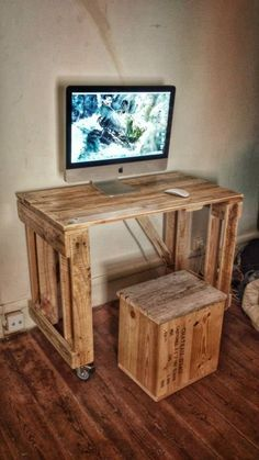 New French Pallet Association #PalletFurniture, #RecycledPallet