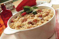 || Arroz Carreteiro || :: Ingredientes :: 1kg de alcatra (pode ser feito com resto de churrasco) 1/2 perna de calabresa 2 cebolas 2 ovos cozidos 1 pimentão 1 alho inteiro Cominho, sal e pimenta (a gosto) 3 xícaras de arroz parboilizado Um pouco de manteiga Azeite (para refogar) :: Como Faz :: Se puder, use uma panela de ferro. Pique a alcatra em pedaços pequenos. Faça um refogado com o alho picado e depois acrescente a cebola; Logo em seguida, inclua a carne, mexendo bem e acrescentando, na…