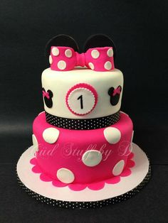 Beautiful Minnie Mouse inspired birthday cake in hot pink, black and white.    #cake #minnie #disney #birthday #custom
