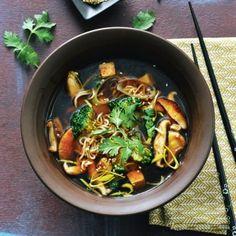 Japanse noedelsoep met broccoli en tofu
