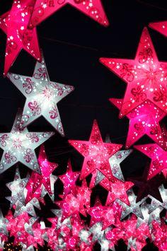 Pretty in pink I See Stars, Sun And Stars, Pink Stars, Love Stars, Phone Wallpaper Boho, Star Wallpaper, Wallpaper Awesome, Rainbow Wallpaper, Apple Wallpaper