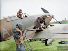 The British Expeditionary Force (bef) in France The Royal Air Force in France 1939 - A Hawker Hurricane fighter is loaded with ammunition before a mission. Comment : This Hurricane Mark I has the original two-bladed propeller. Ww2 Aircraft, Fighter Aircraft, Military Aircraft, Hawker Hurricane, Fighter Pilot, Fighter Jets, Browning, The Spitfires, Ww2 Planes