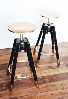 IKEA bar stools painted with gold and black laquared paint, like Whoa! Seen on 13 Chic IKEA Hacks for Your First Apartment via Hacks Ikea, Hacks Diy, Bar Ikea, Ikea Bar Cart, Bar Stool Makeover, Ikea Makeover, New Swedish Design, Diy Casa, Ikea Kitchen