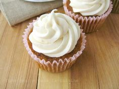 une gamine dans la cuisine: Carrot Cake Cupcakes with Cinnamon-Maple Cream Cheese Frosting