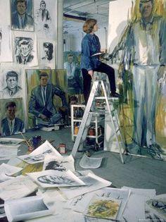 Elaine de Kooning en su estudio de Manhattan.