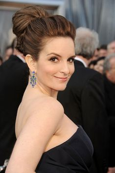 I& in love with Tina Fey& Oscars Hair! Here& a How-To: Tina Fey& Ultra-Glam Bun Oscar Hairstyles, High Bun Hairstyles, Wedding Hairstyles, Cool Hairstyles, Wedding Upstyles, Popular Hairstyles, Wedding Hair And Makeup, Bridal Hair, Hair Makeup