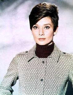 """DUO mythique à la grande classe... Audrey HEPBURN et Cary GRANT dans """"Charade"""" en 1963."""