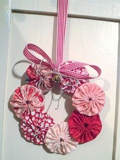 Two Crazy Crafters: Yoyo Wreath Tutorial Fabric Ornaments, Christmas Tree Ornaments, Christmas Wreaths, Christmas Decorations, Christmas Sewing, Handmade Christmas, Christmas Crafts, Christmas Fabric, Fabric Crafts