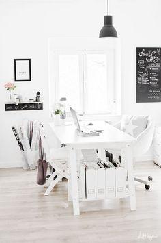 Oficinas en casa muy iluminadas