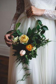 Hoop+Bridal+Bouqet.+Photography+ba+Frances+Beaty+as+seen+on+Wedding+Blog+Humming+Heartstrings