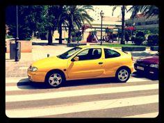 Coche aparcado en paso de peatones, @Calle José Aguirre, Valencia