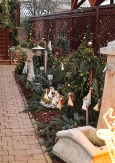 Christmas Garden, Table Decorations, Furniture, Home Decor, Decoration Home, Room Decor, Home Furnishings, Arredamento, Dinner Table Decorations