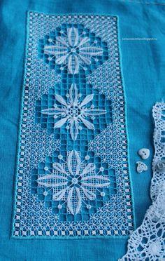 Всем, привет!     Сегодня я хочу показать свою еще не законченную работу в технике нижегородского или горьковского гипюра. Нижегородский г... Needle Lace, Bobbin Lace, Tambour Embroidery, Embroidery Stitches, Drawn Thread, Mesh Netting, Chicken Scratch, Crochet Tablecloth, Filets