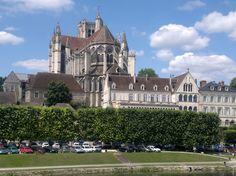 Région d'Auxerre - Auxerrois - La Cathédrale Saint-Etienne, vue de l'Yonne