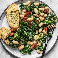 A plate full of Sun Dried Tomato, Kale, and White Bean Skillet with garlic bread food clean eating food healthy food ideas food photography food plan food recipes Veggie Recipes, Healthy Dinner Recipes, Whole Food Recipes, Vegetarian Recipes, Cooking Recipes, Beans Recipes, Amish Recipes, Dutch Recipes, Hamburger Recipes