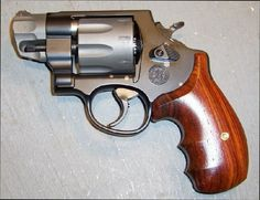Smith & Wesson model 327 performance center 8 shot .357 pugnose revolver