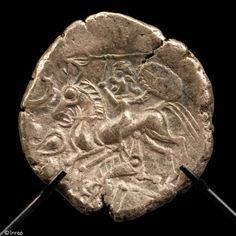Statère gaulois en électrum appartenant au trésor monétaire mis au jour à Laniscat (Côtes-d'Armor), Iers. avant notre ère, 2007.
