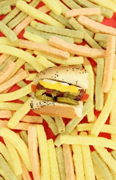 Summer is on the horizon and grilling season will be here before we know it. These tiny hot dogs are perfect for your next party.   #HotDog #Grilling Easy Delicious Recipes, Quick Recipes, Yummy Food, Veggie Straws, Casual Dinner Parties, Chicken Salad With Apples, Veggie Fries, Eat Pretty, Recipe For 4