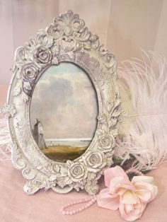 Shabby Chic Pink Paint Styles and Decors to Apply in Your Home – Shabby Chic Home Interiors Romantic Shabby Chic, Vintage Shabby Chic, Shabby Chic Style, Oval Picture Frames, Beautiful Mirrors, Pearl And Lace, Rose Cottage, French Cottage, Vintage Frames