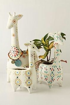 Giraffe pots, i would love to have these if only i didn't kill all house plants. Deco Pastel, Deco Floral, Plant Pots, Potted Plants, Ceramic Pottery, Ceramic Art, Slab Pottery, Stacked Pots, Plants