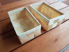The type of wood is mostly pine, spruce, beech. Basket of pine. It works as a fancy gift wrapping for any occasion. SET TWO VERY NICE BASKETS WOVEN PINE. Wooden Basket, Flower Basket, Types Of Wood, Basket Weaving, Pine, Decorative Boxes, Home And Garden, Alcohol, Gift Wrapping
