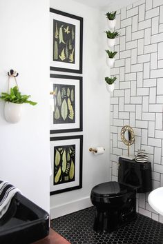 ispydiy_flippinfriends_bathroom1