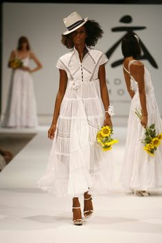 Novia ibicenca gotica..imperio Ibiza Fashion, White Dress, Dresses, Empire, Brides, Style, Vestidos, Dress, Gown