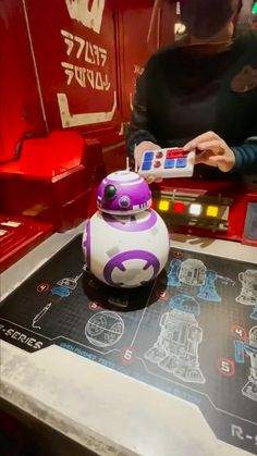 You can build your OWN droid at the droid depot in Disney world! Star Wars Meme, Star Wars Facts, Star Wars Rebels, Alita Movie, Images Star Wars, Star Wars Drawings, Anime Crafts, Bb8, Star War 3