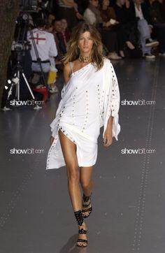 Gisele Bündchen at Dolce & Gabbana SS/2003