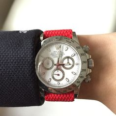 White Rolex Daytona with Red Perlon Wrist Strap . Discover our Perlon Strap 20mm by decowrist.com #rolex #rolexdaytona