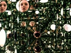 Le Tate Modern de Londres expose actuellement l'installation «The passing winter» d'Yayoi Kusama (Royaume-Uni).