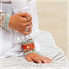 Jewelry Ideas, Diy Jewelry, Jewelery, Jewelry Making, Silver Charm Bracelet, Silver Charms, Layered Bracelets, Beaded Bracelets, Ankle Jewelry