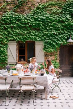 gmg-breakfast-table-france-market-1006299 Couch Table, Table And Chair Sets, Outdoor Dining, Outdoor Spaces, Outdoor Ideas, Traditional Artwork, Gal Meets Glam, France, Outdoor Furniture Sets