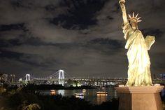Rainbow Bridge e Statua della Libertà a Tokyo, Giappone