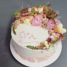"""7 To se mi líbí, 0 komentářů – Sladká Chaloupka (@sladka_chaloupka) na Instagramu: """"Narozeninový #dortknarozeninam #narozeninovydort #dortskvety #podzimnidort #fallcake #birthdaycake…"""" Birthday Cake, Desserts, Food, Tailgate Desserts, Birthday Cakes, Deserts, Essen, Dessert, Yemek"""
