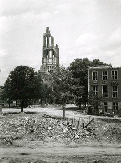 De zwaar beschadigde Eusebiuskerk, Kerkplein te Arnhem (Markt). Slag om Arnhem september 1944, 1945