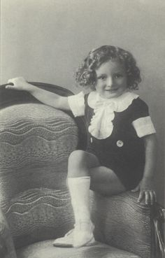 FRENCH CHILDREN OF THE HOLOCAUST. A memorial - Serge Klarsfeld Ap World History, History Images, Family History, Old Family Photos, Things Under A Microscope, Lest We Forget, Losing A Child, Famous Last Words, Children