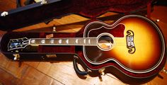 VARIAX ACOUSTIC Position 5 (1995 Gibson® J-200) Notable Players: Sheryl Crow, Bob Dylan, Jimmy Page, Elvis Presley, Ron Wood, Neil Young