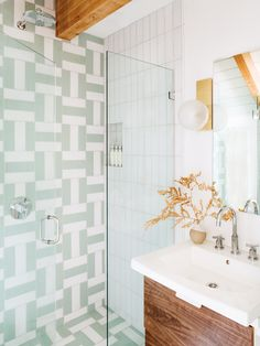 Inside a Big Bear Lake Cabin Where Retro Tiles Steal the Show