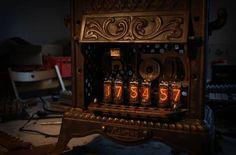 steampunk nixie clock Steampunk House, Steampunk Design, Steampunk Fashion, Steampunk Artwork, Geek Toys, Nixie Tube, Estilo Retro, Liquor Cabinet, Clock