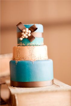 teal and bronze cake..... Basically the color scheme I want for my room, teals, bronze, and champagne