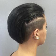 Frauen Frisuren Lange Haare - Short Hairstyle With Side Undercut Undercut Hairstyles Women, Undercut Styles, Undercut Women, Braided Hairstyles, Pixie Haircuts, Pixie Hairstyles, Shaved Hairstyles, Shaved Undercut, Short Undercut