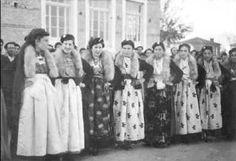 Ενδυμασίες Νιγρίτας Σερρων Folk Costume, Costumes, Greek Clothing, Folk Art, Greece, Kimono Top, Vintage Fashion, Embroidery, Traditional