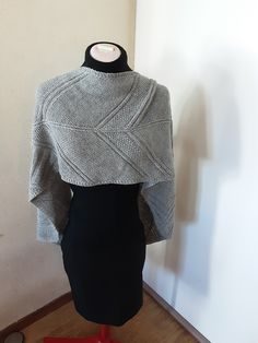 Handknitted gray wrap, shawl , geometrical stitchpatterns, straight pointed, alpaca and wool mix, ready to ship door HaninisHaakHoekje op Etsy